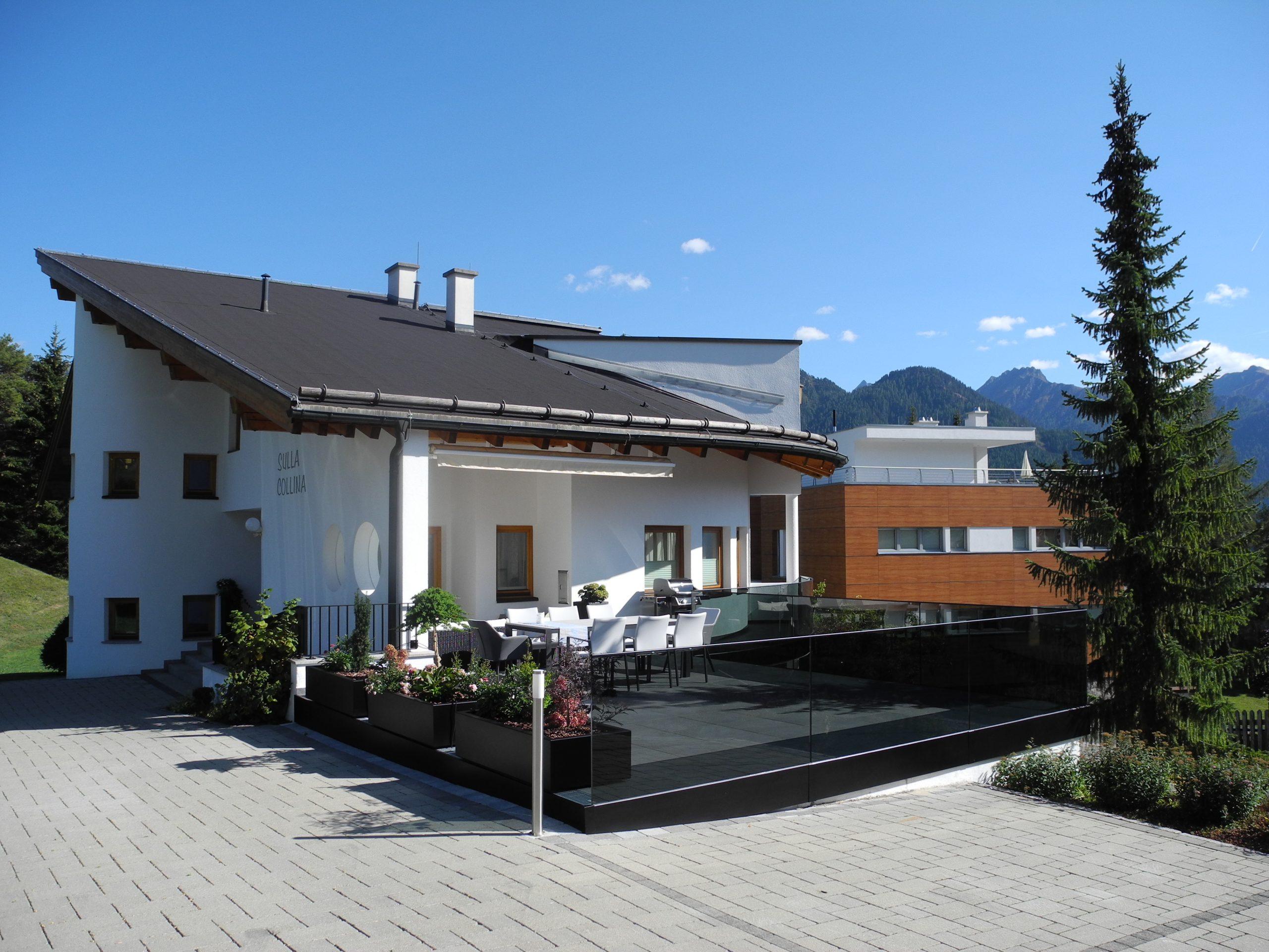 Sulla Collina, entrance, car park
