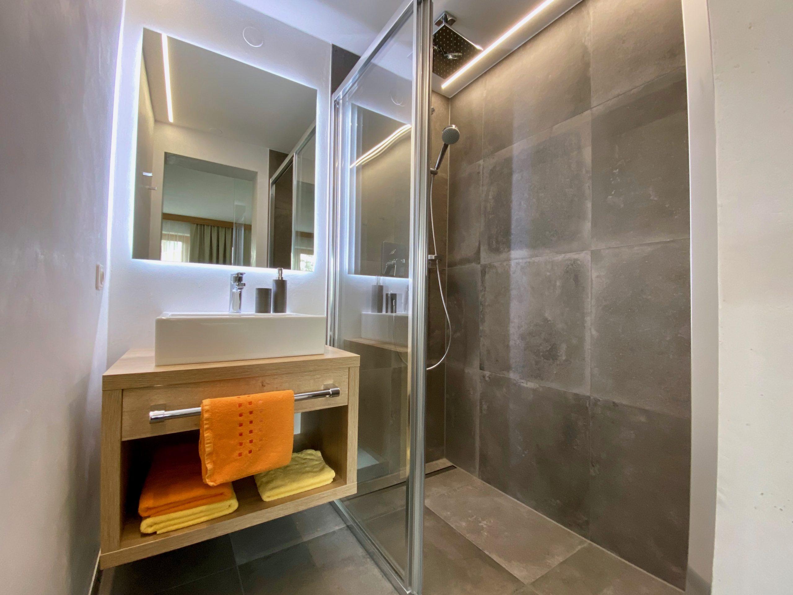 Apartment 2, bathroom